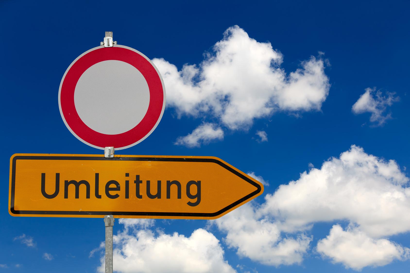 Flexibilität - Stoppschild und Umleitung, ©UbjsP - stock.adobe.com